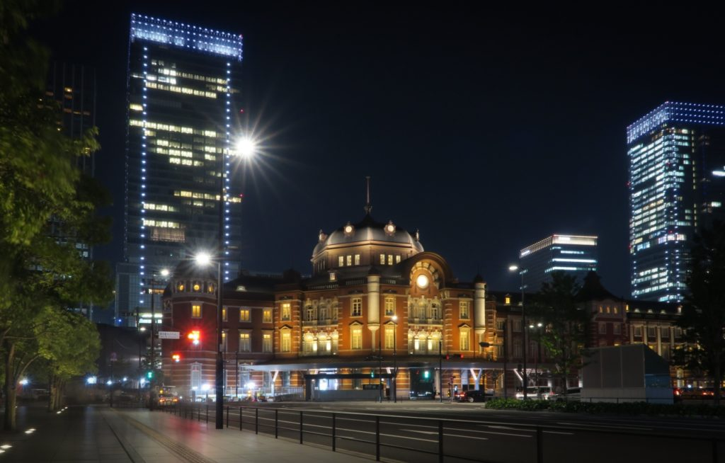 Long exposure in Tokyo (station) f/11, 20sec, ISO-250, w/ ND filter, Canon PowerShot G5 X